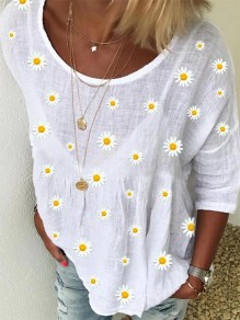 White Flowers Pattern Round Neck Three Quarter Length Sleeve Fashion T-Shirt